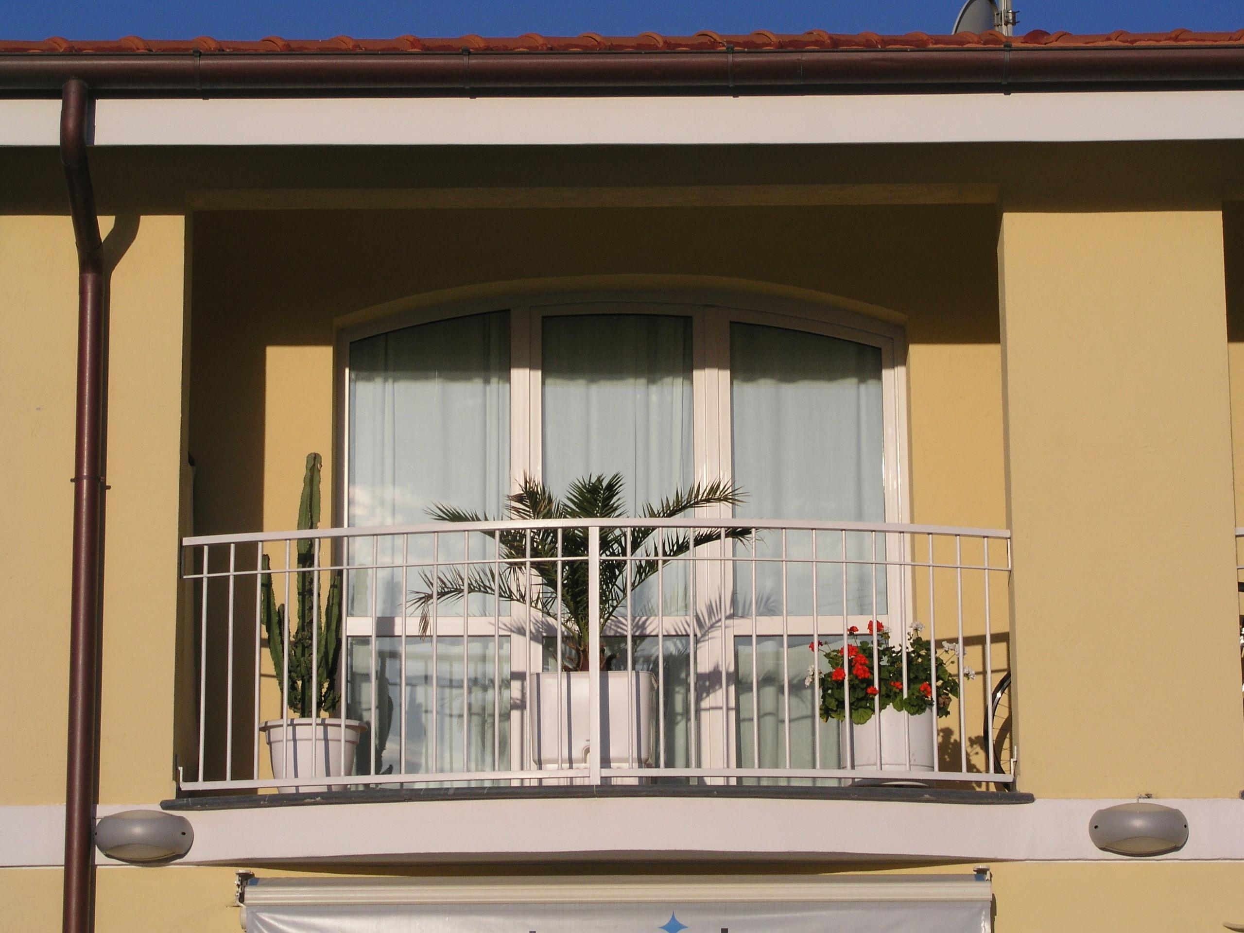 Realizzazioni finestre e porte atll for Finestre shop
